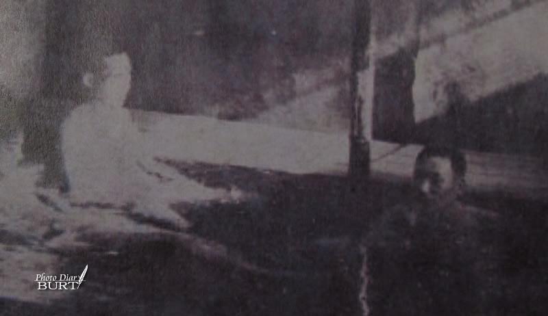 在上島溫泉泡湯的員警-東亞旅行社臺北支社1943「寫真臺灣語錄」