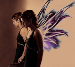 Angel or fairy? (www.saramusico.com) Tags: portrait reflection angel wings retrato magic ale manipulation fairy alas carolina angelo ritratto hada mgico fata ngel fuxia abigfave firsttheearth chercherlafemme saramusico labodadetania top20femmes