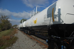 Tankers (Paul L. Nettles) Tags: gondolas tankers tankcars gatx gons utlx