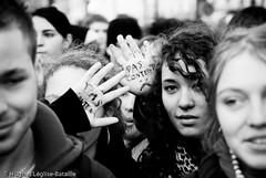 Pas Contents ! (Hughes Léglise-Bataille) Tags: blackandwhite bw paris france topf25 students noiretblanc photojournalism demonstration nocrop manif manifestation 2007 loi etudiants lru lyceens pécresse