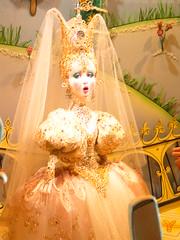 this dress is itchy (godotchris) Tags: chicago cinderella marshallfields lostphotos holidaywindows