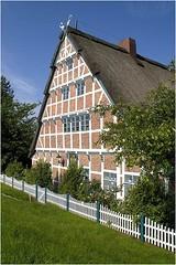 Altländer Bauernhaus (Dieter Müßler) Tags: farmhouse germany allemagne altesland fachwerkhaus niedersachsen bauernhaus halftimberedhouse gettyimagesgermanyq1