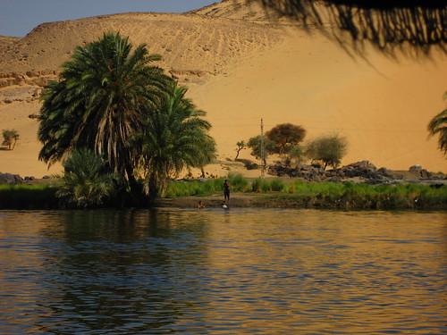 Nubios bañandose en el Nilo