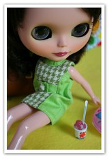 Refreshing (erregiro) Tags: animals sisters doll colours twin save pop blythe custom pili mili 60 sixties gemelas hermana