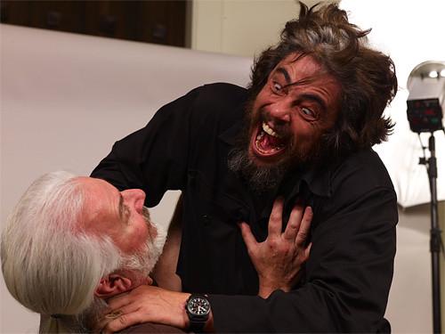 Benicio del Toro ahorcando a su maquillista