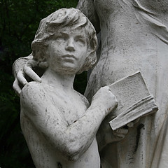 child with book (Leo Reynolds) Tags: cemetery canon eos iso100 book child f63 30d 56mm 0ev 0008sec cemeteryperelachaise hpexif groupozy groupgraves leol30random grouputata groupyourbooks xratio11x xleol30x