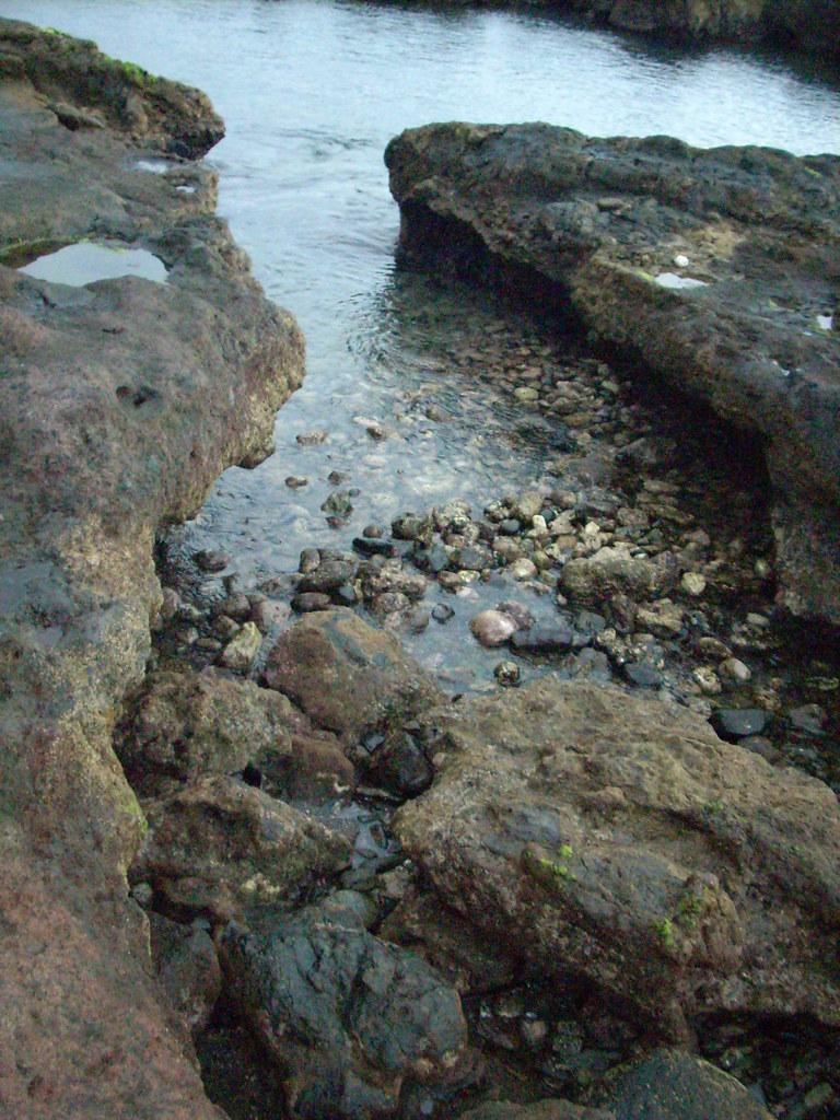 Entrada de mar a recodo rocoso