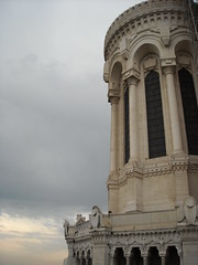 Notre-Dame de Fourvière (Jojinu) Tags: sunset church angel lyon lione francia eglise basilique fourvière notredamedefourvière