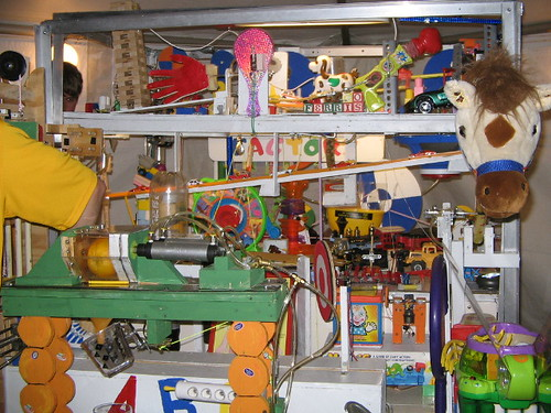 máquina rube goldberg. by medea_material, on Flickr