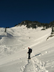 Bob approaching Herman Saddle, Mazama Dome beyond.