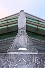 bell tower (Leo Reynolds) Tags: sculpture ice canon eos iso100 utata f56 icesculpture 70mm 0ev 40d hpexif 0011sec leol30random grouputata xratio23x xleol30x