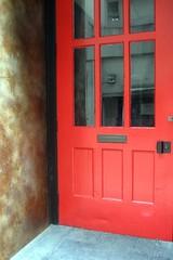 Minna St Red Door (msdonnalee) Tags: sanfrancisco door red distortion rot rouge rojo  vermelho doorway reflet reflejo rosso reflexion spiegelbild refleccion  puertas rd punainen reflexo  riflessione catchycolorsred     reflessi sfchronicle96hrs ifyouseeredshootit  refleccione  donnacleveland photosbydonnacleveland  reflisse