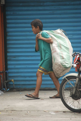 Pinoy Filipino Pilipino Buhay  people pictures photos life Philippinen  菲律宾  菲律賓  필리핀(공화국) Philippines  quezon city boy recyclers trash