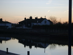 the white house (tallulahminky) Tags: sunset england sky reflection water sparkles skies shadows great norfolk east lovely yarmouth greatyarmouth eastanglia anglia sillohettes tallulahminky loversofgreatyarmouthandsurroundingareas