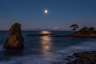 Fuji in the night with full moon