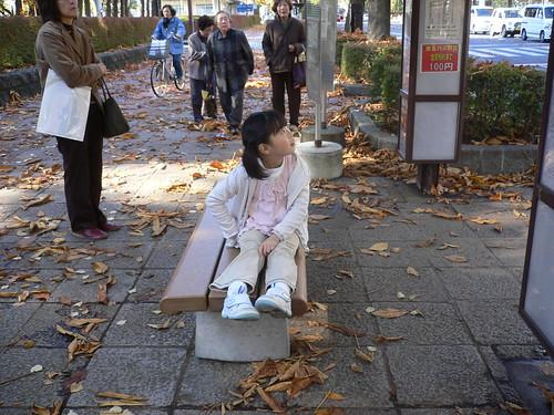秋のバス停