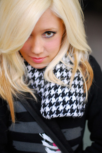 pretty blonde hairstyles for girls