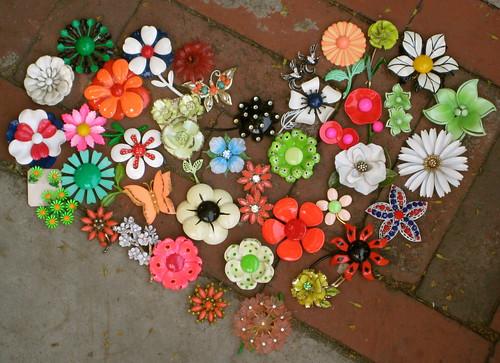 Loving vintage brooches, via Flickr: lovesmenot.