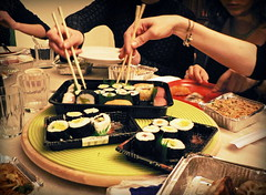 sushinese (Eugenia Moira Angela Darling) Tags: girls food sushi yummy hands chinese mani picnik gnam cinese amiche bacchette festeggiamenti