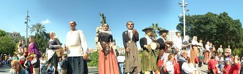 Gegants a la Plaça d'Espanya. Diada per la Llengua.