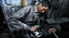 Polishing • Madurai - Sellur (Henk oochappan) Tags: madurai 2007 oochappan travel tamillifeculture asia sellur dravidian maduraicitylife canon eos canoneos5d tamilnadu tamil southindia india indianphotography tamilnadumen tamilmen tamilman img2683