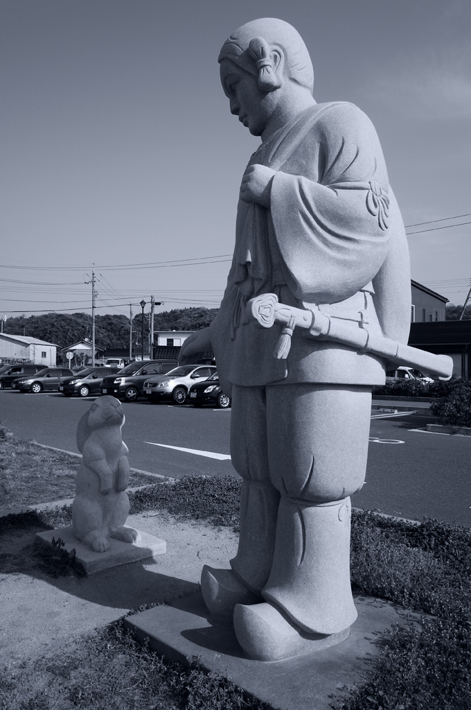 the stone statue of Inaba's white rabbit
