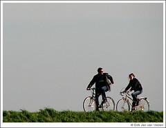 Lekker fietsen (djvanveelen) Tags: holland dijk fietsen