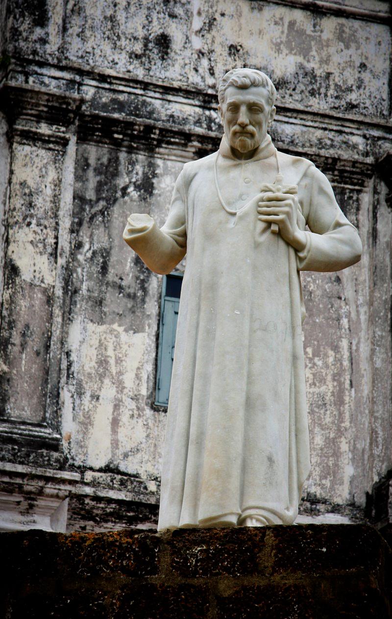 聖彼德教堂手被折斷的雕像