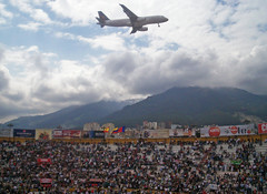 Avión (luchín91) Tags: sky clouds de quito ecuador feria fiestas aeroplane cielo andes bullfight avión bullring