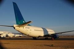 ZK-NGM Boeing B-737 ex Air New Zealand c/n 28085 (eLaReF) Tags: new ex phoenix graveyard cn airplane air aeroplane storage zealand boeing derelict wfu goodyear b737 gyr 28085 kgyr zkngm