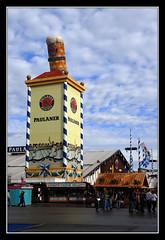 Paulaner tower, Oktoberfest (matt :-)) Tags: beer munich münchen bayern bavaria stand oktoberfest monaco 1870mmf3545g bier munchen mattia birra zelt muenchen 2007 paulaner baviera zelte theresienwiese zelten festhalle bierzelte nikond80 consonni mattiaconsonni
