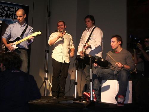 Jugando al Rock Band