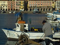 Si lavora..... (Marzacas) Tags: barca italia fuji liguria porto pesca imperia 6500 oneglia marzacas