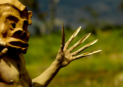 Mud men from Asaro Papua New guinea (Eric Lafforgue) Tags: pictures people photo highlands pacific picture tribal papou  tribe papuanewguinea ethnic tribo indigenous singsing papu ethnology tribu oceania   niugini papuaneuguinea lafforgue papuanuovaguinea  guin papuan papouasie papouasienouvelleguine mthagen mounthagen mounthagenshow melanesian papoeanieuwguinea papanuevaguine papuanyaguinea  a8912   papanuevaguinea   paapuauusguinea papuanovaguin papuanovguinea   papuanowagwinea papuanyguinea    papusianova bienvenuedansmatribu