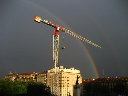 L'arcobaleno e la gru