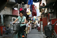 Wutong Clan3 (Tom Spender) Tags: china street red bicycle shanghai transport daughter mother clothes busy chinadigitaltimes shanghaiist narrow wutong crowded shikumen wutonglu