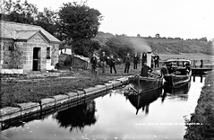 Boyne Valley: Lake House, Boyne Valley, Co. Louth (National Library of Ireland on The Commons) Tags: robertfrench williamlawrence lawrencecollection lawrencephotographicstudio thelawrencephotographcollection glassnegative nationallibraryofireland canal boats steampropulsion pleasurecraft lock cottage posing boynevalley colouth ireland rósnarigh boynenavigation steamlaunch charlieallnut whatatimewevehadrosiewhatatime africanqueen rosnaree lakehouse