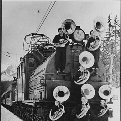 Members of Franklin High School band with train, Snoqualmie Pass (UW Digital Collections) Tags: musicians trains bands locomotive tubas railroads bipolar snoqualmiepass milwaukeeroad tubaplayers milwaukeeroadclassep2 bipolarlocomotive