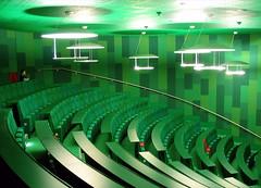 Poppy Meadow (Pneumococcus) Tags: red green london architecture whitechapel interiordesign alsop lecturetheatre openhouselondon top30green bartsandthelondon queenmarysschoolofmedicineanddentistry