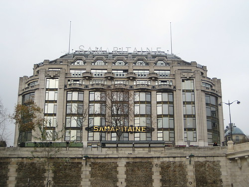 the Samaritaine building in Paris from Pont Neuf