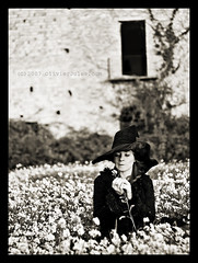 mumble mumble (Olivier Jules) Tags: flowers windows portrait white black hat sepia lady dark shark blog witch oz wizard harrypotter myspace ring explore finestra favourites campo rod che fiori deviantart freddo asd smorfia cappello facebook valentina strega cubism edera favoriti stasera 10faves flickrsbest 35faves fineartphotos abigfave aplusphoto accidenti lasorella anxanum diamondclassphotographer olivierjules betterthangood