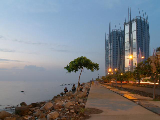 Land's End: Java Sea & Sky