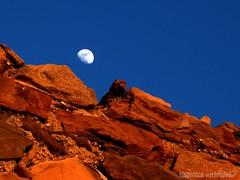 alba lunare IN posto lunare (HiSpAnIcO[reloaded]) Tags: red sky panorama moon rock landscape alba blu bricks vivid jim luna cielo morrison livorno roccie mattoni leghorn romito rosse aforisma