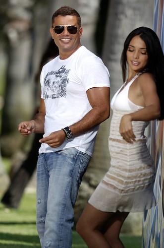 Natalie Martinez مع الهضبة عمرو دياب 2476429261_ff0c9cbe33
