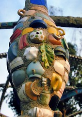 Folk sculpture, Watts Towers (Nuestro Pueblo), Simon Rodia, 1921-54 - Watts, Los Angeles, 1973. (edk7) Tags: nikonnikkormatft slide edk7 1973 us usa unitedstates california losangeles watts wattstowers nuestropueblo simonrodia192154 sculpture vernacular architecture building oldstructure naïve art steel mortar porcelain tile glass foundobject monument park museum m444 copiedbynikoncoolpix4500