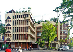 Gedung eks bioskop (Ya, saya inBaliTimur (leaving)) Tags: denpasar bali building gedung architecture arsitektur shop toko