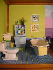 The bathroom (amber e/ Love Nest) Tags: house bathroom george bath dolls room barbie tommy bobby ricky dollhouse maj madge