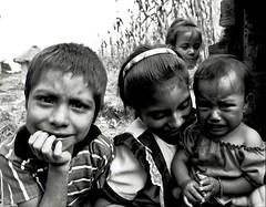 los niños (Gustavo A. Zambrano Cabrera) Tags: people blancoynegro méxico children gente niños chiapas mayas muestratuméxico bn052008 estoescremacoc