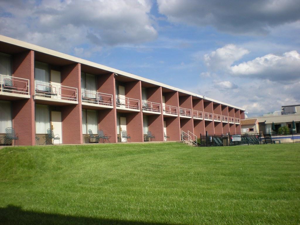 Mountaineer Lodge / Motel