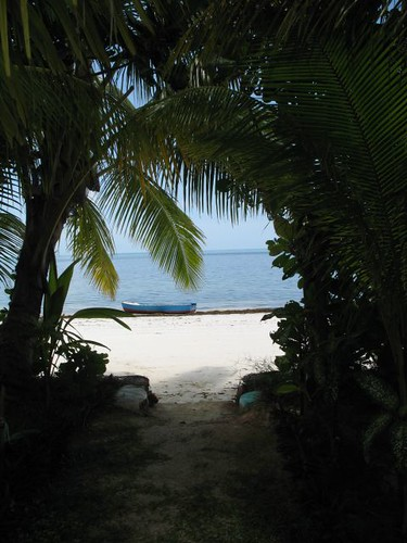 Spiaggia di fronte all' Hotel Le Relax Beach di Praslin